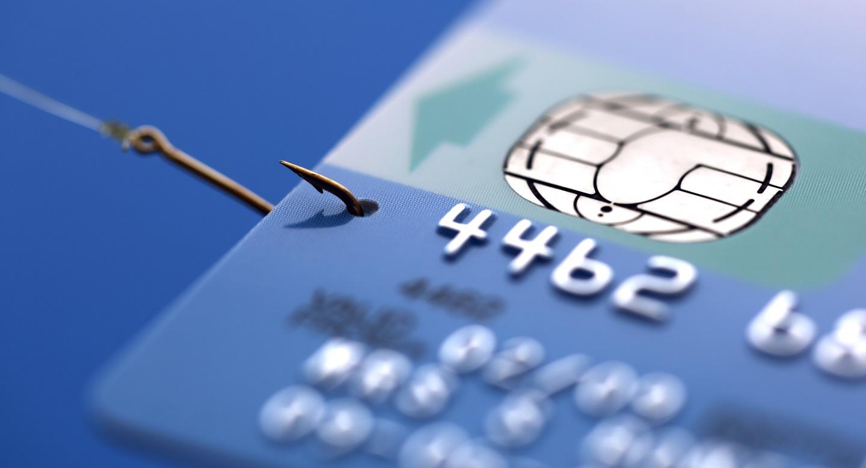 Что делать если банк отказывается возвращать деньги снятые мошенниками